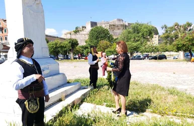 Μ. Ανδριώτη: «Υποκλινόμαστε με σεβασμό στη μνήμη των θυμάτων» (photos)