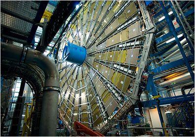 Η έκθεση «Ο Κόσμος του CERN» στο Φουαγιέ του Δημοτικού Θεάτρου