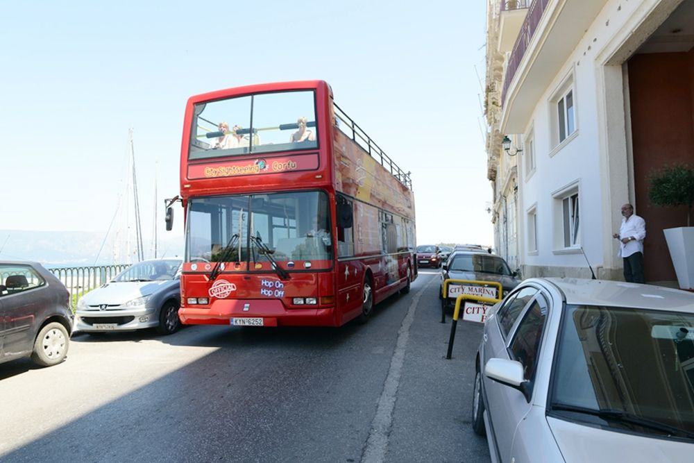 Tourist Coach Owners: 3+1 reasons for the island΄s deterioration