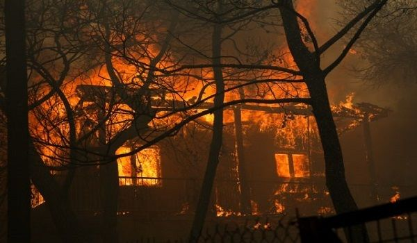 Παροχή βοήθειας στους πληγέντες από την φονική πυρκαγιά στην Αττική