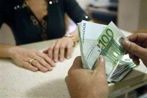 Απάτες χιλιάδων ευρώ από 54χρονη δήθεν συνεργάτη τράπεζας