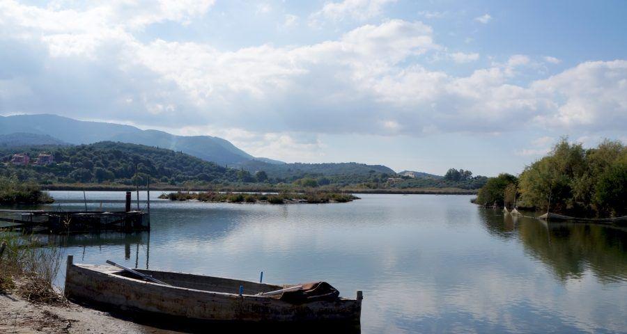 Πεζοπορία στη λίμνη Αντινιώτη  από τον Πεζοπορικό Ορειβατικό Σύλλογο Κέρκυρας