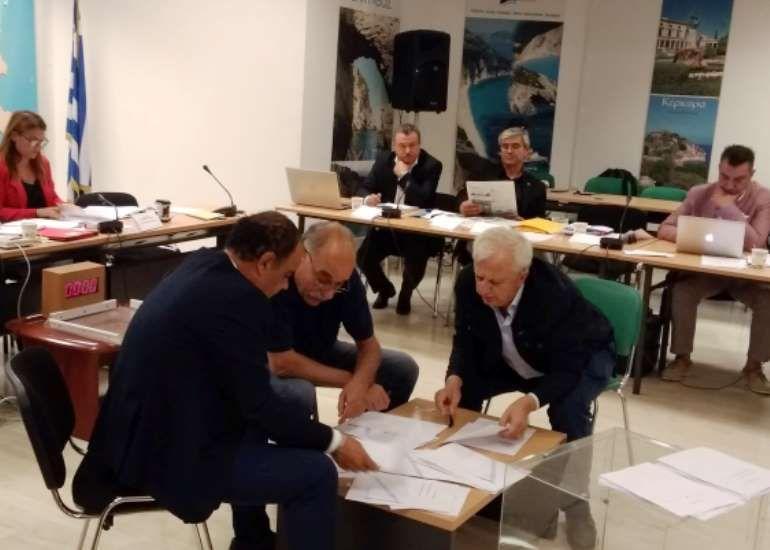 Εν μέσω έντασης στο Περιφερειακό Συμβούλιο η εκλογή εκπροσώπων στην ΕΝ.Π.Ε.