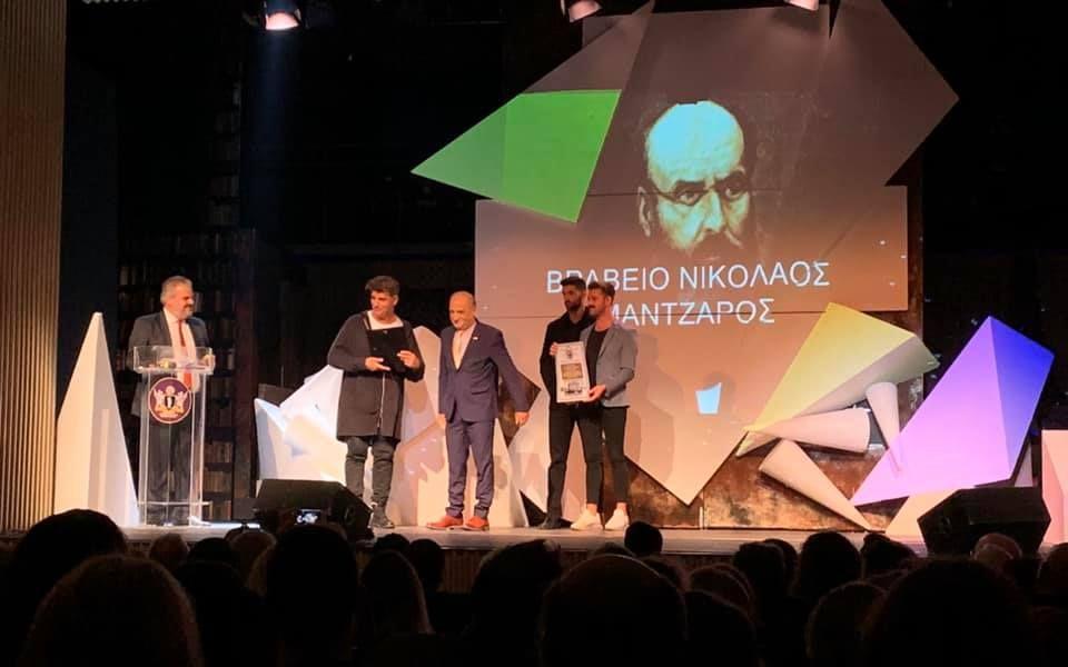Το τιμητικό βραβείο «Νικόλαος Μάντζαρος» έλαβε ο Πέτρος Γάλλιας στην απονομή των Κορφιάτικων θεατρικών Βραβείων 2018-2019