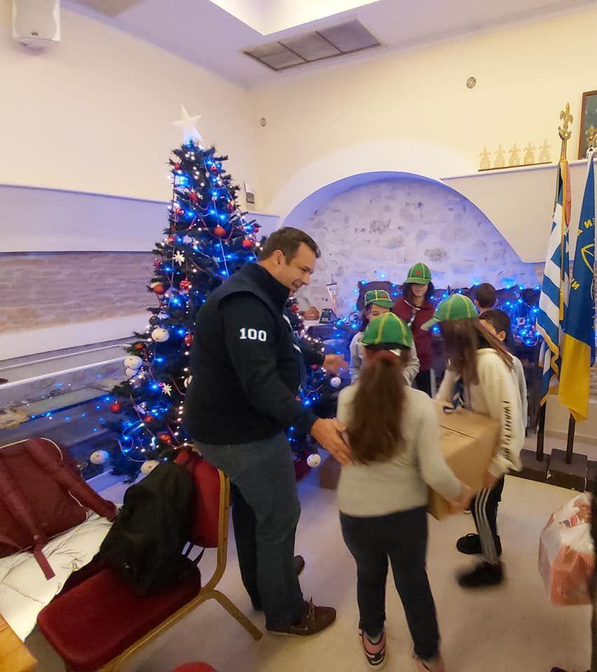 Πρόσκοποι και Παιδική Χορωδία Κέρκυρας κερνάνε τηγανίτες παραμονή του Αγιού