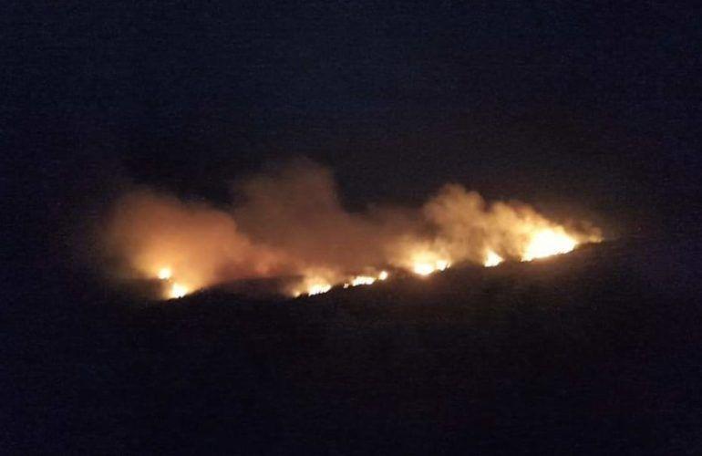 Ολονύχτια «μάχη» με τις φλόγες στη Ζάκυνθο (video-photos)