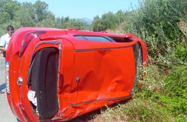 Τροχαίο στο Τεμπλόνι με απεγκλωβισμό της οδηγού από την Πυροσβεστική