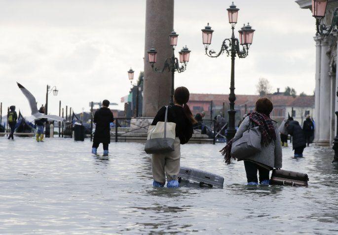 Βενετία: «Βούλιαξαν» ιστορικά αξιοθέατα (video - photos)