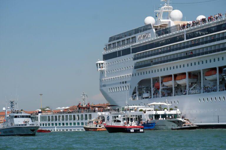 Ακυρώνεται ξανά η προσέγγιση του MSC Opera - Δεμένο στη Βενετία